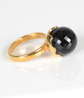 Fingerring forgyldt sterling sølv med sort Onyx.
