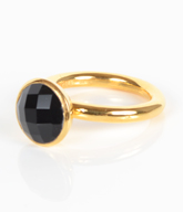Fingerring i forgyldt Sterling sølv med sort Onyx